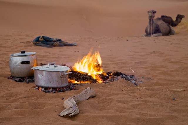 Cooking in the Sahara desert with Wild Morocco
